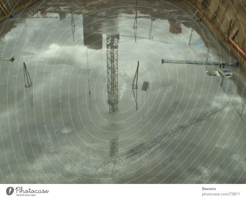 Baukran nass Beton Kran Pfütze Hausbau Fundament