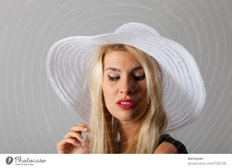 Hut ist gut Mensch Frau Jugendliche schön weiß Junge Frau rot Hand 18-30 Jahre Erwachsene feminin Stil grau Kopf Lifestyle elegant