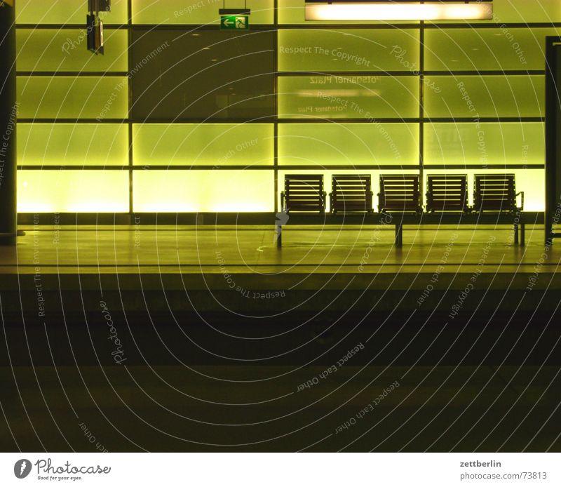 Unbekanntes Gebäude Licht Platz leer 2 3 4 selten Aufgabe Bank Sitzgelegenheit sind die stichworte die schwerste