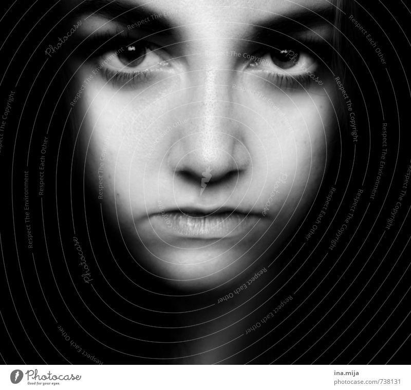 Blickkontakt Mensch feminin Junge Frau Jugendliche Erwachsene Leben Gesicht 1 13-18 Jahre Kind 18-30 Jahre Zufriedenheit Einsamkeit schön stagnierend Sucht