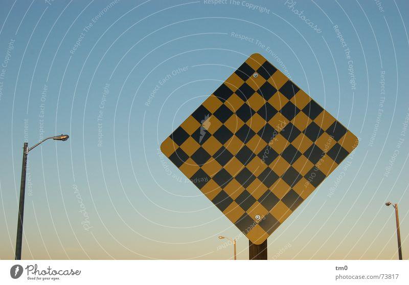 heaven signing Lampe Laterne Toronto Kanada Straßenbeleuchtung Symbole & Metaphern Himmel blau Schilder & Markierungen Schönes Wetter Respekt Signal Vorsicht