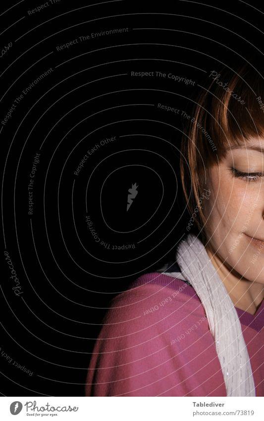 Laura Frau Gesicht lachen berühren Schüchternheit Porträt