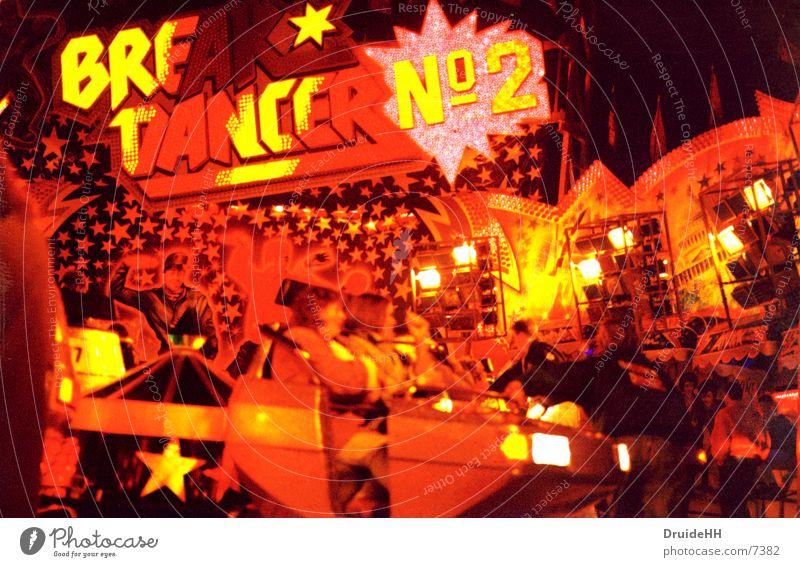breakdancer rot gelb Party Club Jahrmarkt Neonlicht Bremen Schausteller