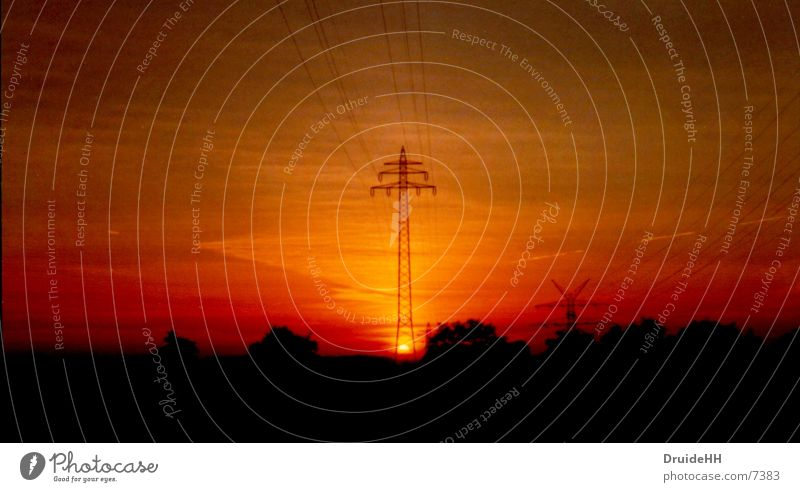 Energie Sonne rot Energiewirtschaft Elektrizität Strommast Sonnenuntergang