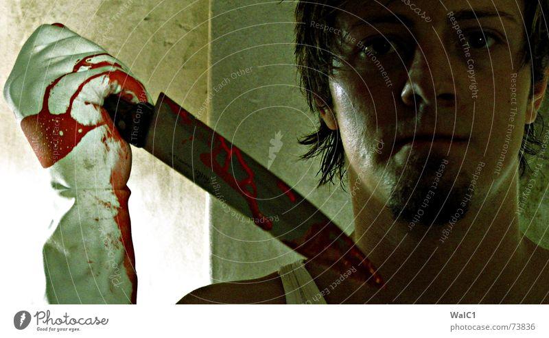 Acrylfarbe auf Messer Porträt Mann Bart Mörder Handschuhe Täter teeanger Gesicht Mord Blut Tod