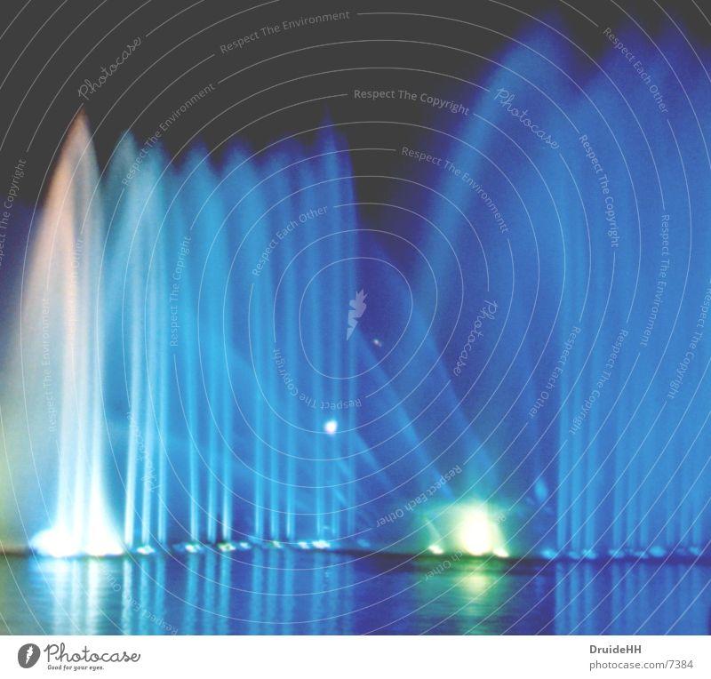 Blau Lichtspiel Langzeitbelichtung blau Wasser Hamburg
