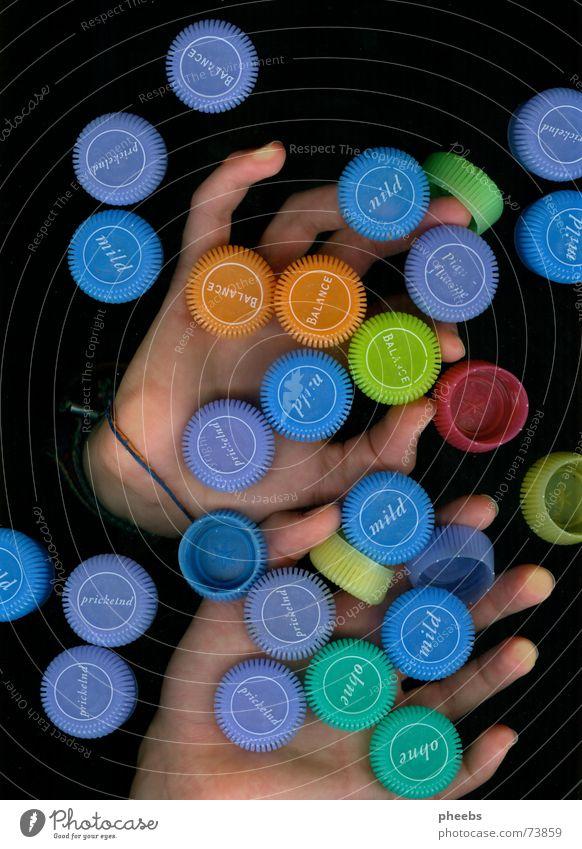 viele, viele bunte ... #2 Hand Farbe dunkel Finger Werbung fangen Mineralien Mineralwasser Scanner