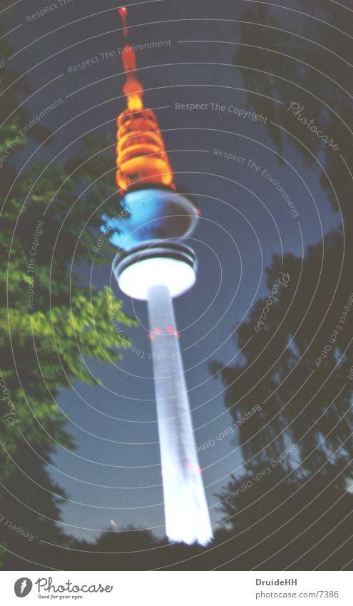 Olympische Fackel Kunst Licht mehrfarbig Club Hamburg Fernsehturm Hamburger Fernsehturm Beleuchtung Abend