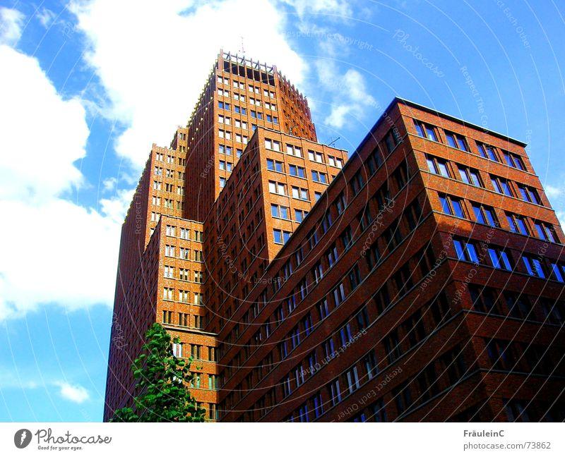 Über den Wolken Haus Hochhaus Gebäude Licht braun weiß blau-weiß Baum Sony Center Berlin Macht groß Fenster Arbeit & Erwerbstätigkeit Arbeitsplatz