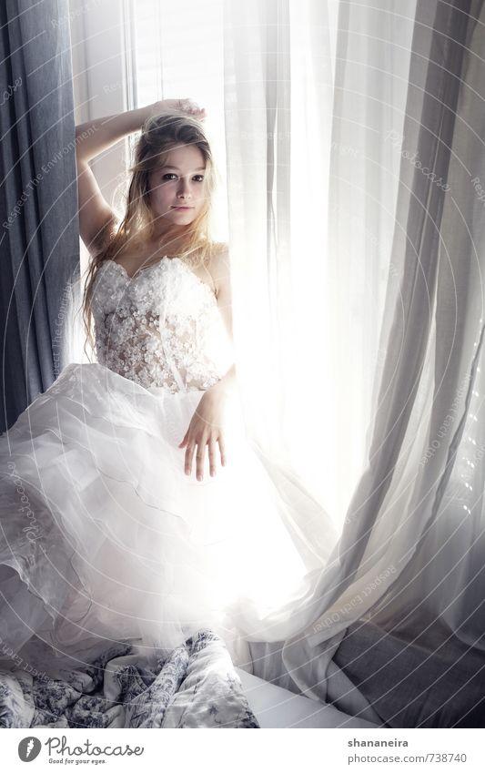 just married schön Liebe Stil Glück träumen blond Romantik Ewigkeit Hochzeit Kleid langhaarig Stolz Braut Brautkleid