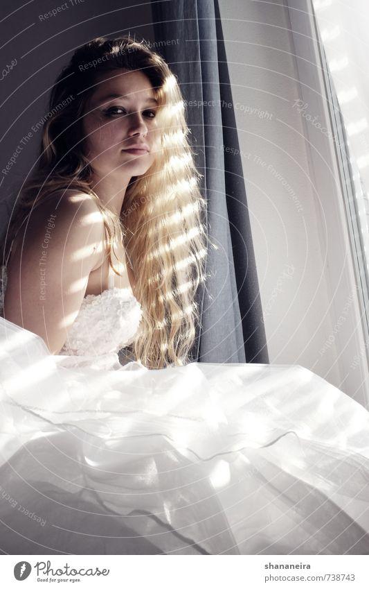 bride in the sun II Erotik Liebe Mode elegant blond Warmherzigkeit Romantik Hochzeit Kleid Vertrauen langhaarig Stolz Braut Brautkleid Tüll