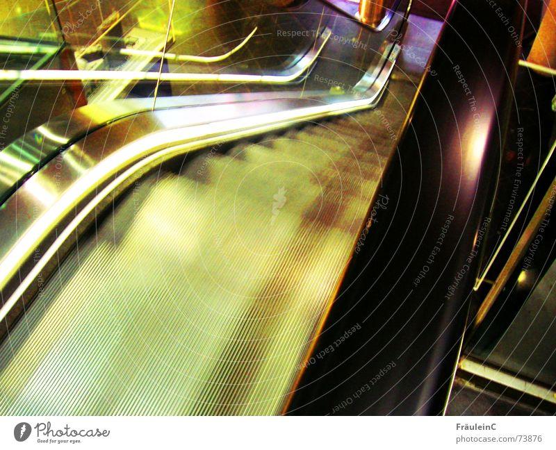eins, zwei, drei im Sauseschritt Stadt Freude schwarz gelb Innenarchitektur Bewegung Stil Lifestyle gehen Design Treppe Verkehr elegant modern Erfolg stehen