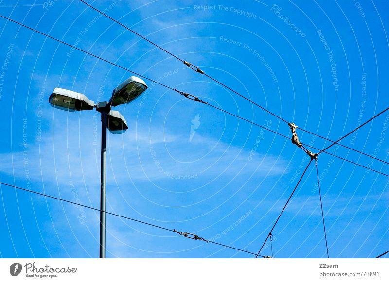 tram impressions IV Himmel Leitung Lampe Sommer Straßenbahn Oberleitung Richtung Himmelsrichtung Laterne blue sky Linie Seil Netz blau munich trambahn