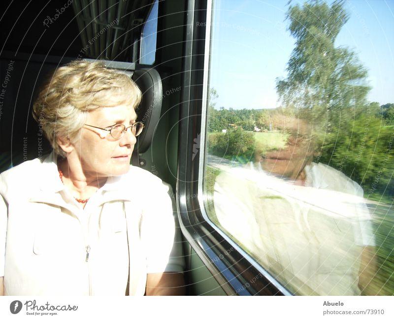 ...in Gedanken schon in München Frau Bayern Chiemgau Reflexion & Spiegelung Bahnfahren Ferien & Urlaub & Reisen Eisenbahn db rückwärtsfahrt bayernticket