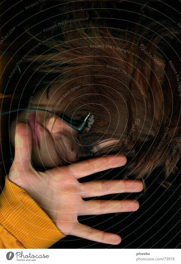 wer hören will muss fühlen, oder doch nicht? Hand Gesicht Musik Haare & Frisuren Kopf orange Pullover Kopfhörer erstaunt Scanner Handfläche
