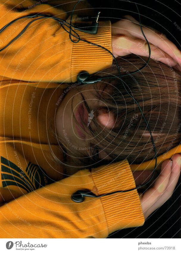 wer will eigentlich alles hören? Kopfhörer Scanner Hand Pullover Handfläche Haare & Frisuren orange Musik erstaunt Gesicht