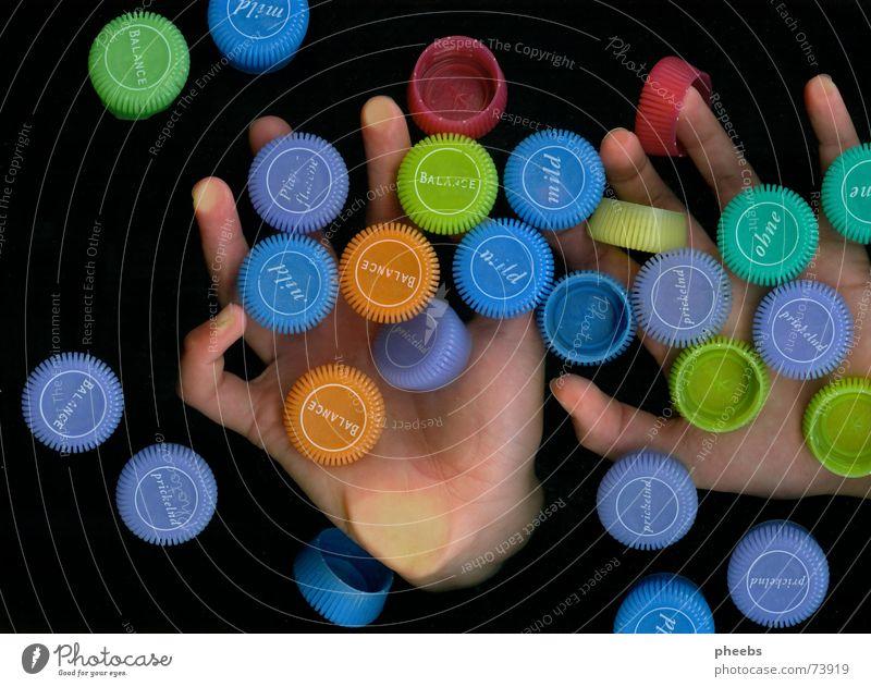 smarties? Hand Finger fangen dunkel Farbe Werbung Mineralien Mineralwasser Scanner mehrfarbig