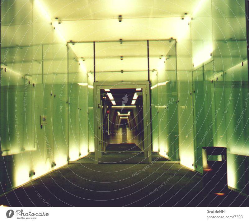 Eingang endlose Weiten Licht gelb Architektur Hamburg UFO Berliner Bogen
