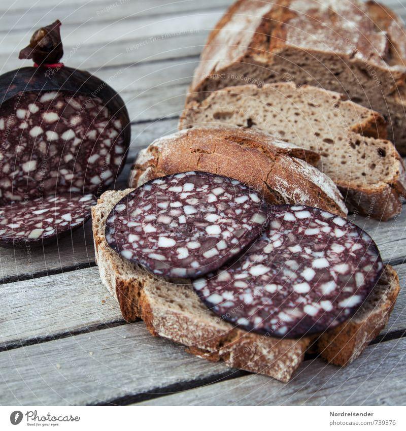 Rustikal Lebensmittel Fleisch Wurstwaren Brot Ernährung Essen natürlich zurückhalten Völlerei genießen Schwarzbrot Schwarzwurst Rotwurst Blutwurst Vesper