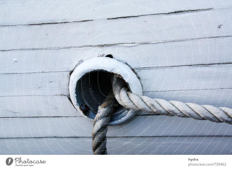 Klüse Ferien & Urlaub & Reisen blau alt weiß Holz Linie Seil Kreis Sicherheit festhalten fest Schifffahrt Loch Segelboot Jacht ankern