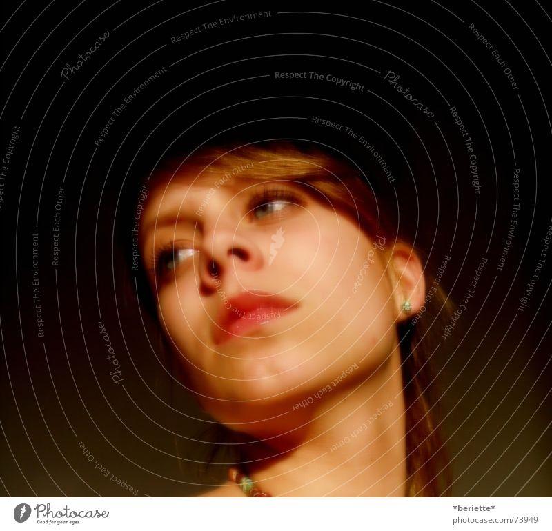 sehnsucht Frau rot Gesicht Auge Einsamkeit Farbe dunkel Trauer Lippen Sehnsucht