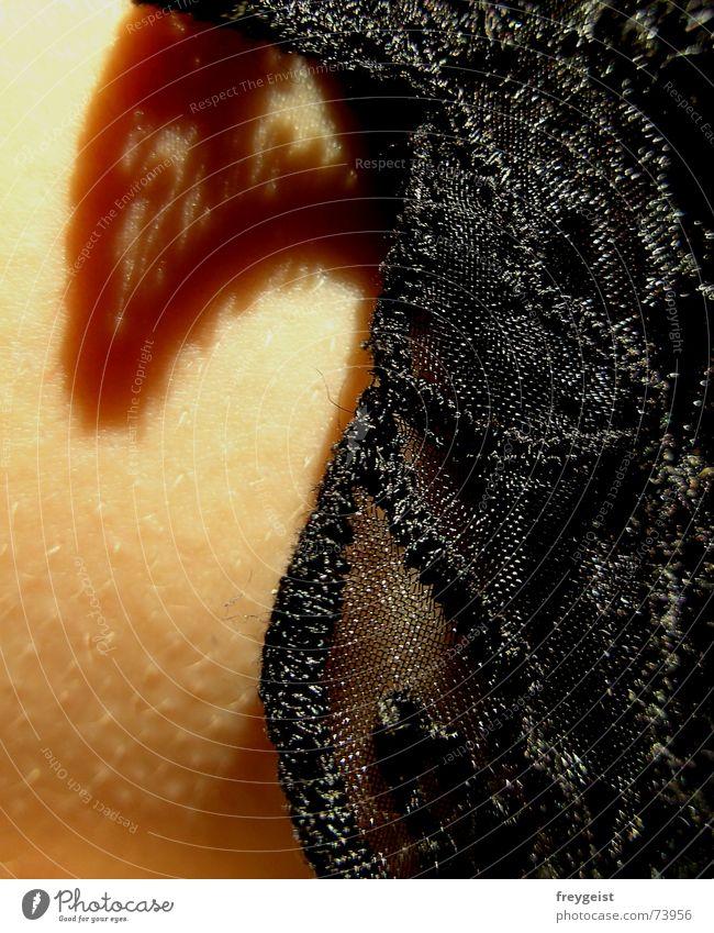 Spitzendékolleté schwarz Haut Stoff Frauenbrust Brust Unterwäsche Borte Gänsehaut Dekolleté