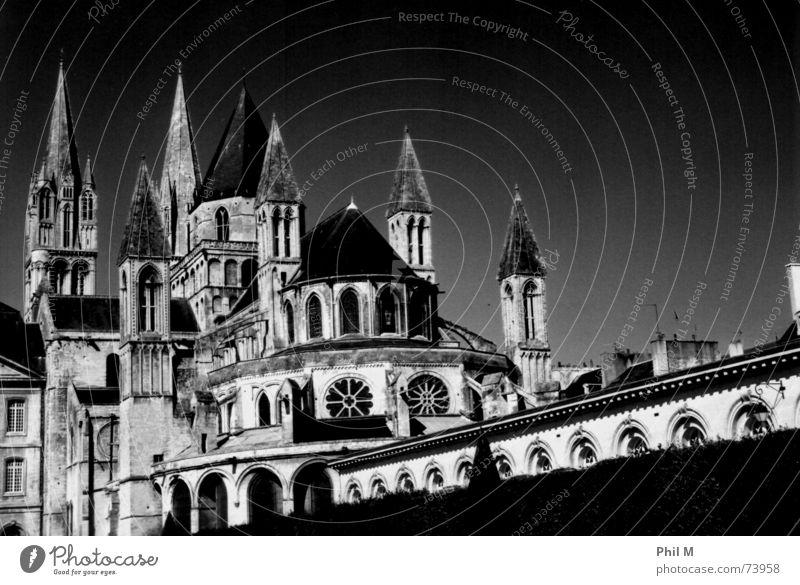 Abbaye-aux-Hommes Himmel weiß schwarz Fenster Religion & Glaube Architektur Turm Frankreich aufwärts Gotik Geistlicher Dreieck Kloster Katholizismus Chor