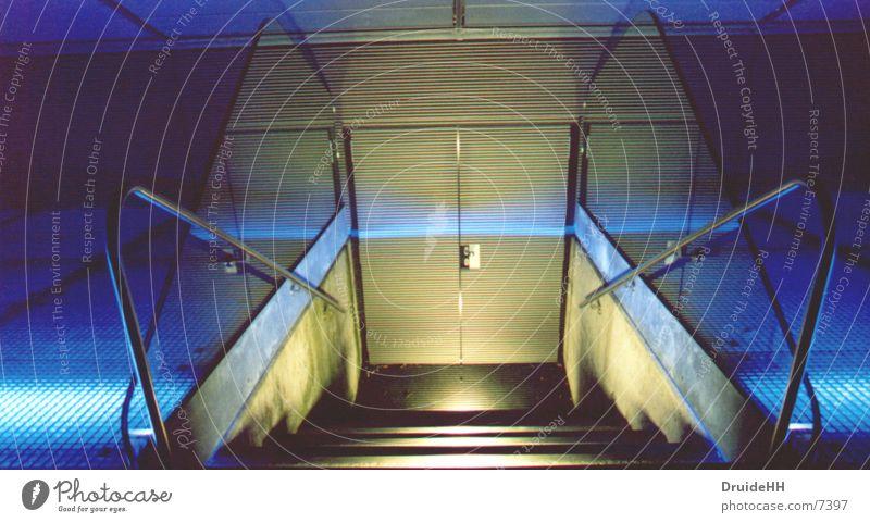 Nachttür blau gelb Architektur Tür Treppe Eingang Geländer Ausgang