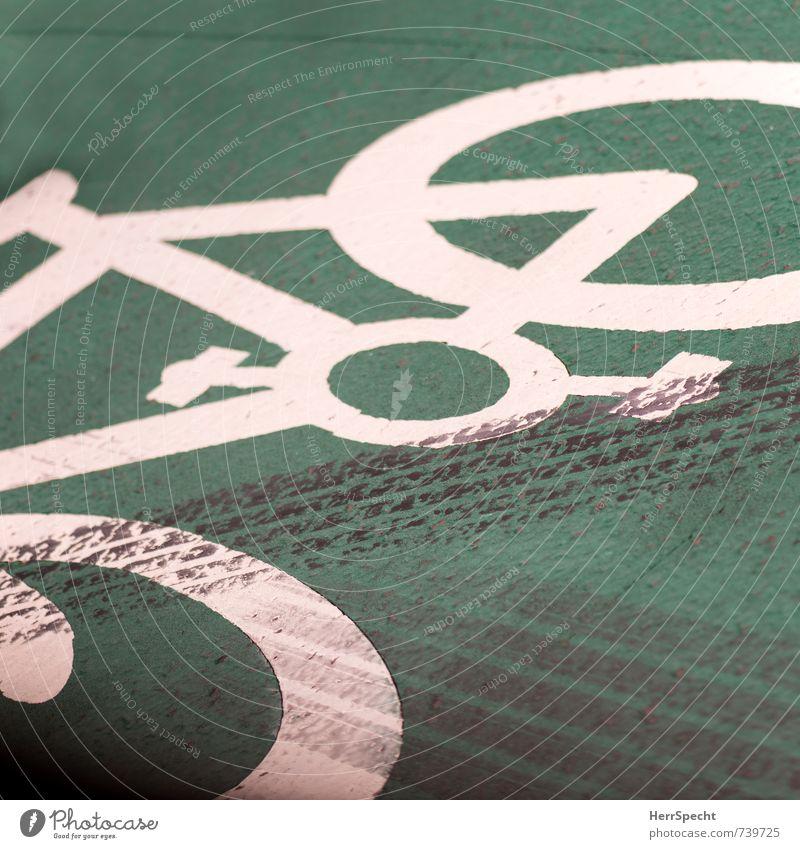 Markierungen Stadt grün weiß schwarz Straße Bewegung Wege & Pfade PKW Verkehr Schilder & Markierungen bedrohlich Zeichen Fahrradfahren Verkehrswege Stadtzentrum