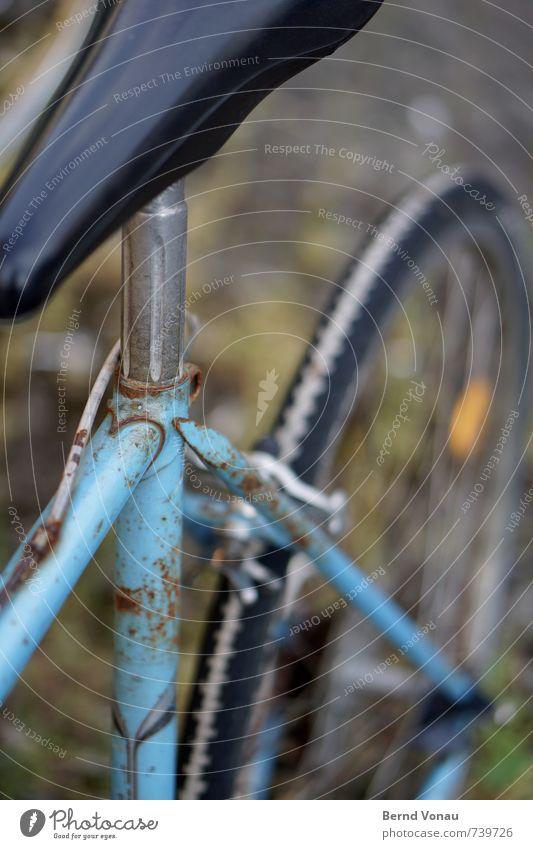 abgefahren Fahrrad Verkehr Rost alt retro blau grün schwarz weiß Fahrradbremse Rennrad Aluminium Reifen Fahrradrahmen Mechanik Farbfoto Außenaufnahme