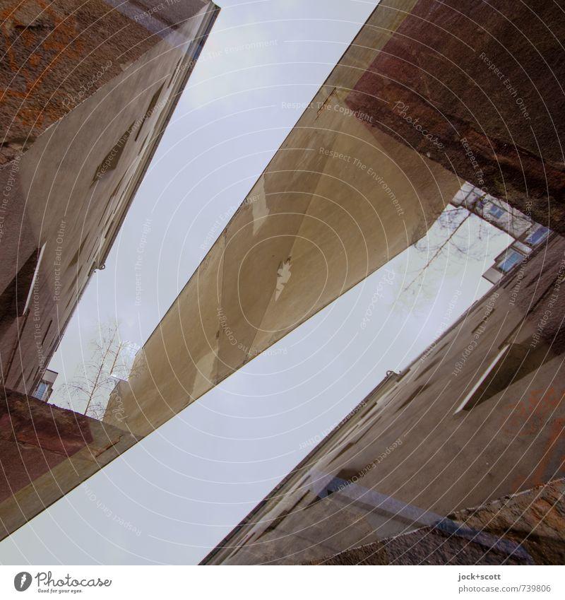 Z-Faktor Architektur Fassade Brandmauer Hinterhof eckig retro trashig trist Surrealismus Symmetrie Wandel & Veränderung Sinnestäuschung Strukturwandel Illusion