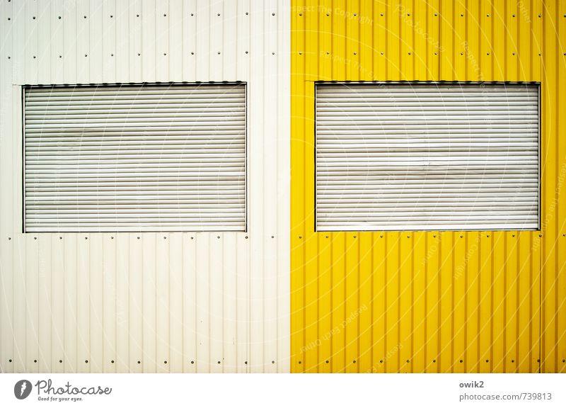 Ich & Ich Mauer Wand Fenster Metall eckig einfach geschlossen Fensterladen Blech Container weiß gelb Farbstoff Farbfoto Außenaufnahme abstrakt Muster