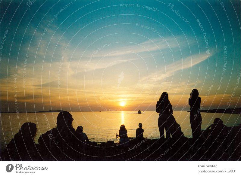Live @ Café del Mar Farbfoto Textfreiraum oben Dämmerung Schatten Silhouette Reflexion & Spiegelung Sonnenlicht Sonnenstrahlen Sonnenaufgang Sonnenuntergang