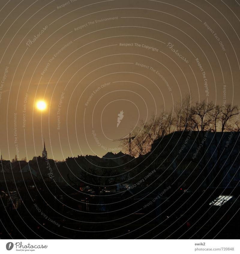 Stromausfall Himmel Baum Haus dunkel leuchten Kirche Stadtteil bewohnt Kirchturmspitze