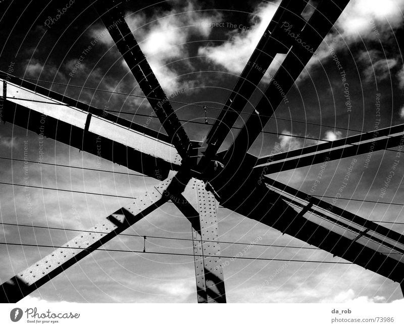 Hohenzollernbrücke Köln Wolken Stahl Stahlträger Brücke Schwarzweißfoto Himmel Architektur