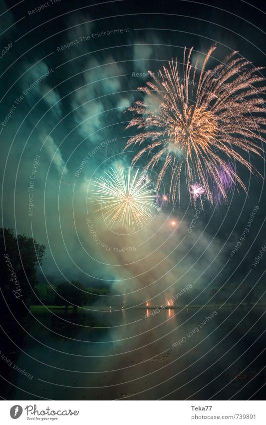 Feuerwerk und See II Party Veranstaltung Feste & Feiern Silvester u. Neujahr Jahrmarkt Gefühle Stimmung Freude Glück Fröhlichkeit Leben Angst Farbfoto