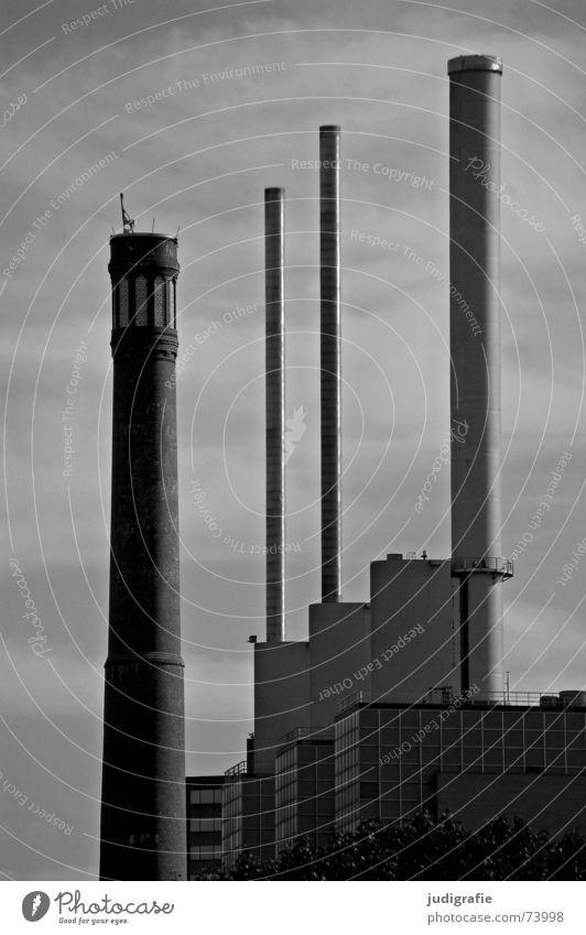 Schornsteine 3 4 Hannover Faust Gebäude grau trist schwarz weiß Fabrik Linde drei warme brüder bettfedernfabrik Heizkraftwerk Stromkraftwerke Wärme Turm alt neu