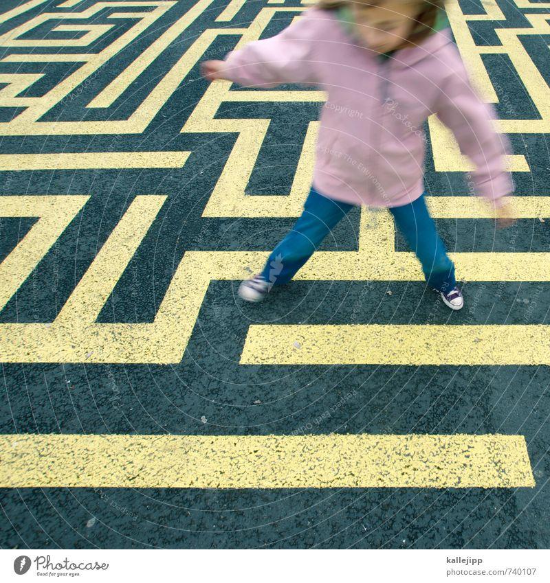 find your way Mensch Kind Mädchen 1 3-8 Jahre Kindheit Spielen Labyrinth Suche finden PISA-Studie Bildung Wege & Pfade Problemlösung verirrt Irrgarten Farbfoto
