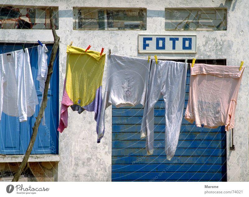 Foto blau Sommer Ferien & Urlaub & Reisen Fotografie Bekleidung Sauberkeit Italien Reihe Wäsche Haushalt Süden Momentaufnahme Wäscheleine perfekt Pastellton