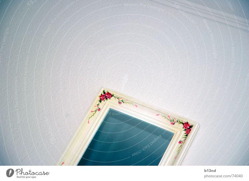 Spieglein, Spieglein ... Spiegel Ornament Wand weiß rot grün steril kalt reflektierende oberfläche blau