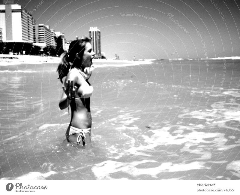 kneifen gilt nicht langhaarig kalt nass Wellen Hochhaus Wohnung Miami Beach Strand Handtuch Ferien & Urlaub & Reisen Bikini Pferdeschwanz schreien erschrecken