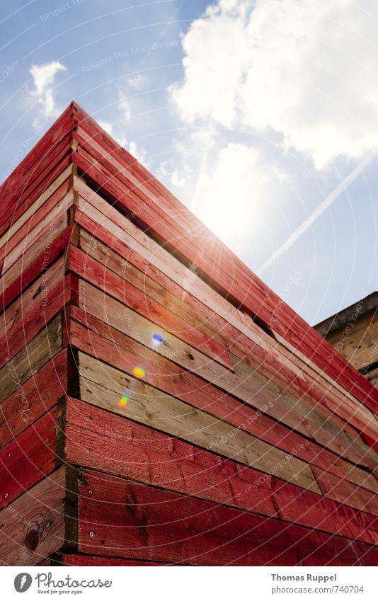 Hessentreffen 14 - die rote Kiste Himmel Wolken Sonne Schönes Wetter Bauwerk Mauer Wand Fassade Holz schön Außenaufnahme Menschenleer Textfreiraum links