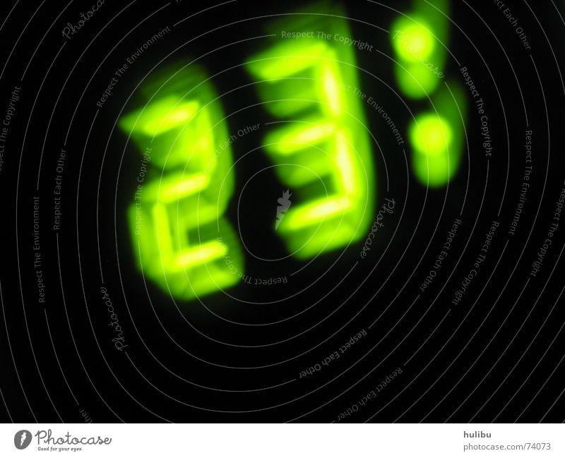 Dreiundzwanzig grün Uhr Ziffern & Zahlen Wecker Alarm 23