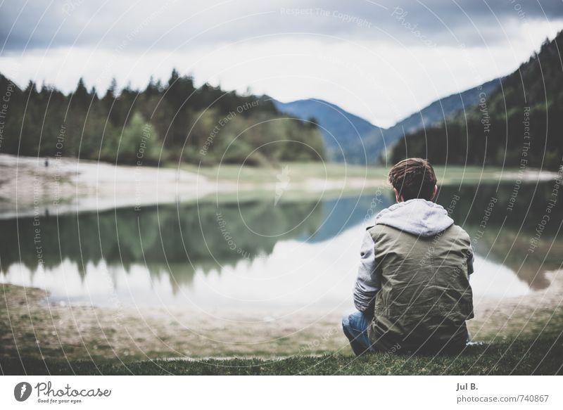 Chillen am See Mensch maskulin Junger Mann Jugendliche Kopf Umwelt Natur Landschaft Luft Wasser Himmel Wolken Baum Gras authentisch Bayern Seeufer Farbfoto