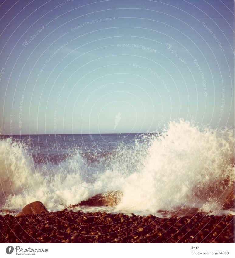 Spritztour Wasser alt Himmel Meer Freude Strand Stein Kraft Wellen Küste Wassertropfen nass Horizont Felsen Energiewirtschaft Macht