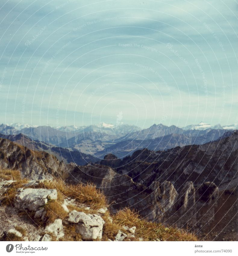 Alpentour Natur Himmel Sommer ruhig Ferne Gras wandern Felsen Niveau Aussicht Freizeit & Hobby Schweiz Klettern Unendlichkeit Fußweg