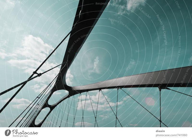 Hessentreffen 14 | Osthafenbrücke Frankfurt am Main Stadt Menschenleer Brücke Bauwerk Architektur Stabbogenbrücke Verkehr Verkehrswege Stahl modern Farbfoto