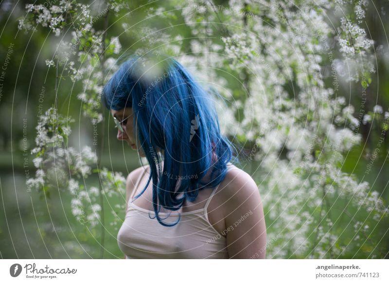 summer of 69 Natur Sommer Schönes Wetter Pflanze Baum Blüte Park Wald Sonnenbrille Perücke frisch schön Kitsch blau grün türkis weiß Frühlingsgefühle