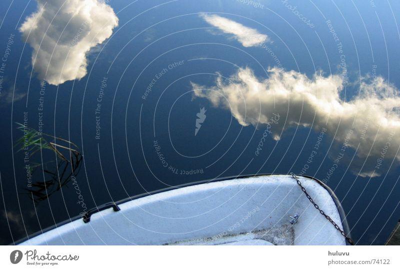blaues gedöns Wolken See Wasserfahrzeug Reflexion & Spiegelung Oberfläche grün nass Ferien & Urlaub & Reisen angekettet anketten Steg Himmel Schweden