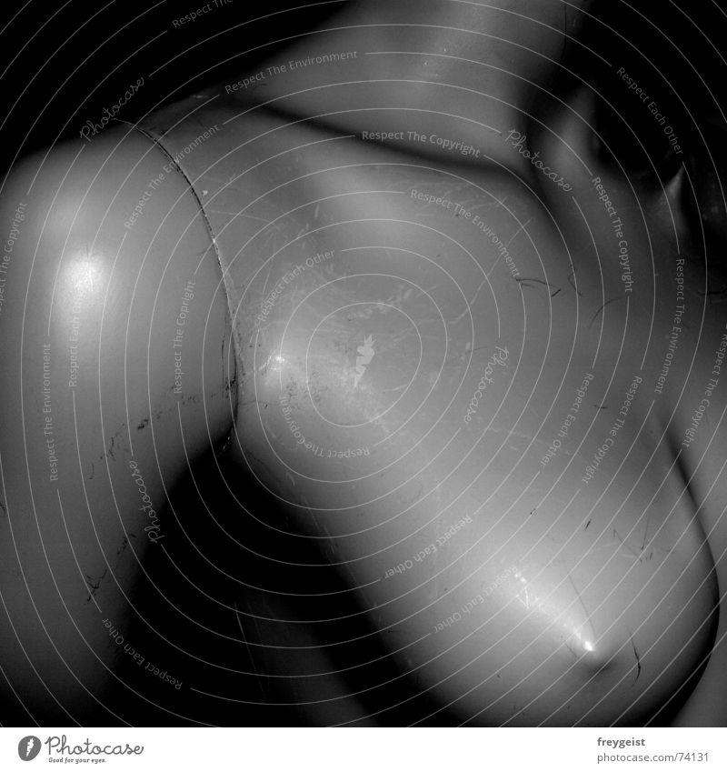 Frauenfigur Frau weiß schwarz Farbe grau Akt Arme Brust Hals Kratzer